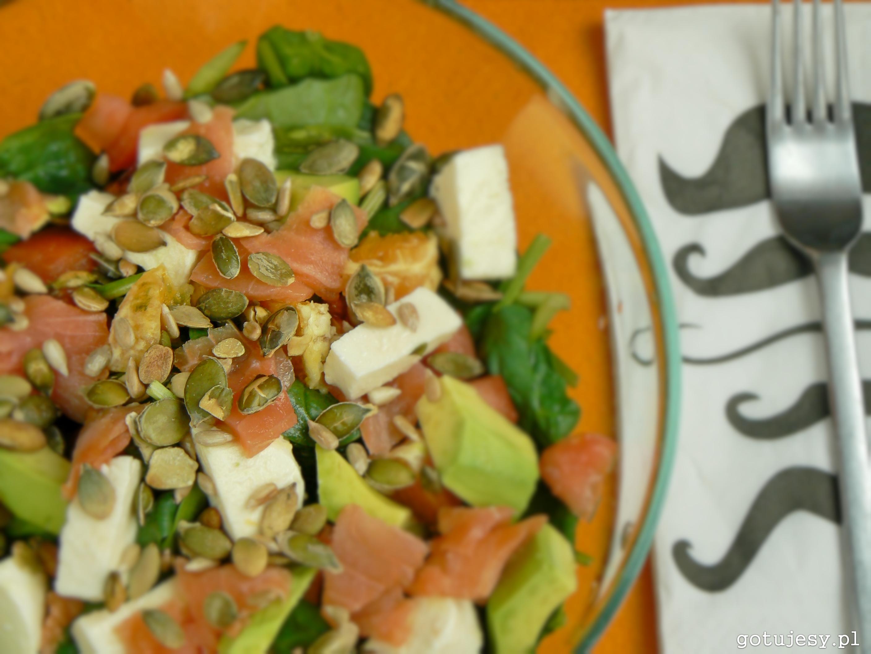 Salatka Ze Szpinakiem Wedzonym Lososiem Awokado Mozzarella I